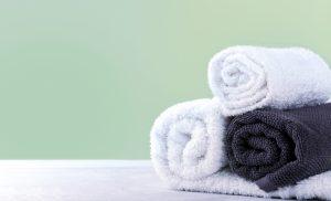 Handtücher gerollt Heiße Rolle weiß und schwarze Tücher